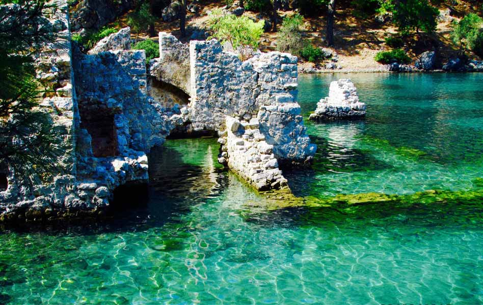 Cleopatras-Bay