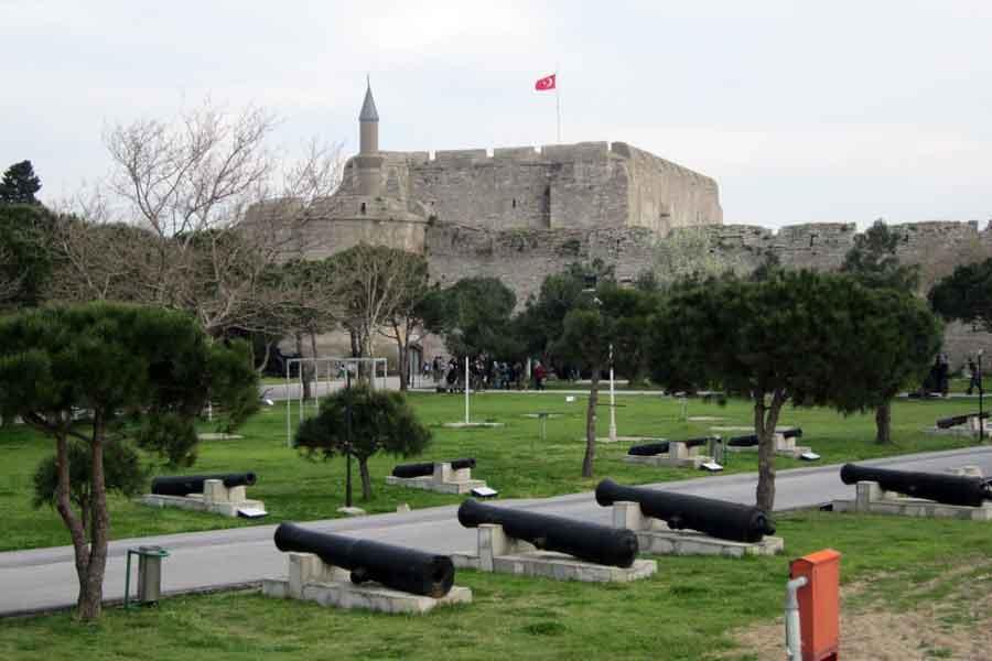 Çanakkale,_Turkey._Cimenlik_Castle,_now_military_museum_-_panoramio