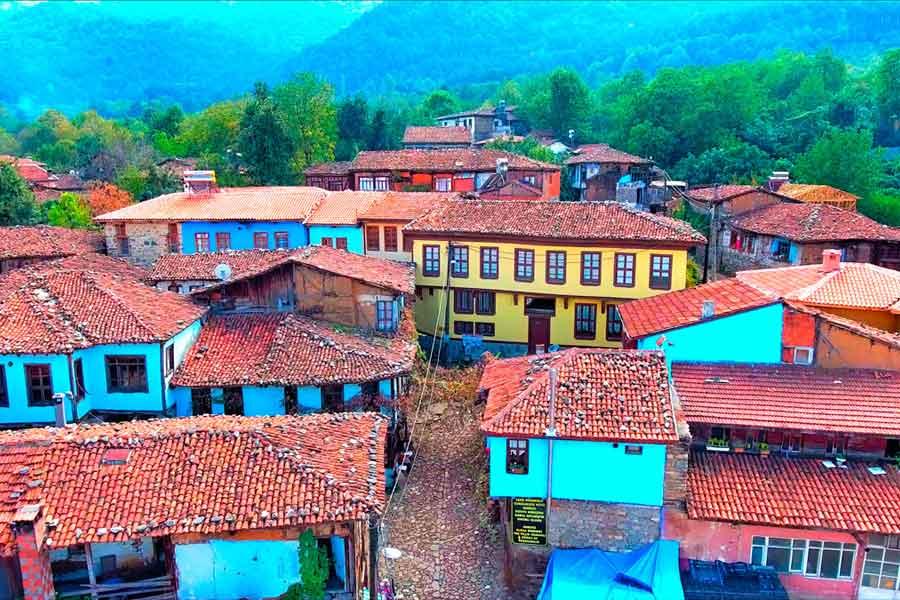 Cumalikizik-renkli-evler