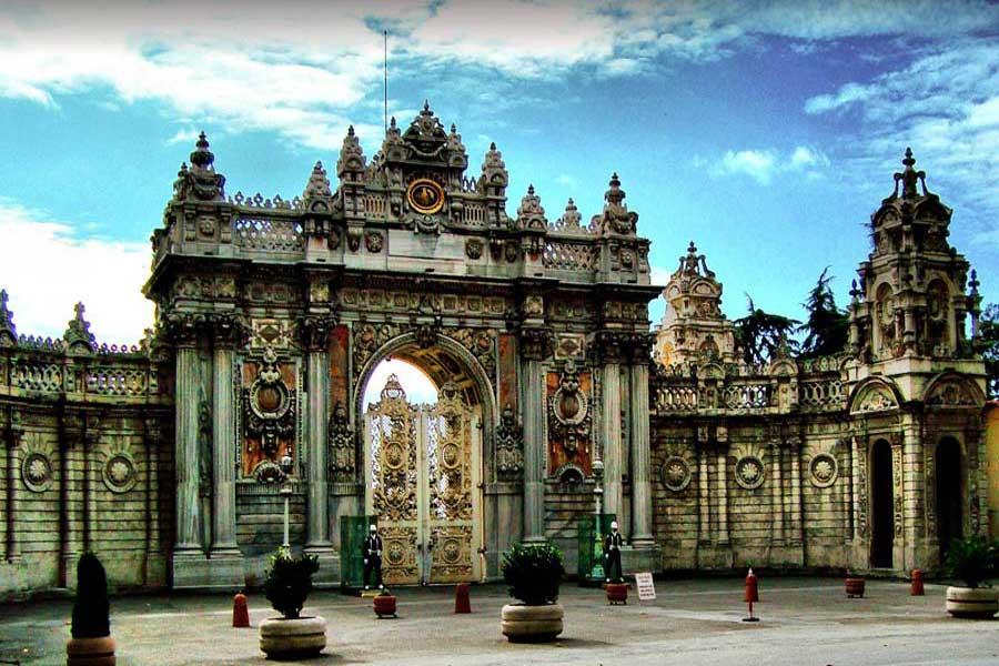Istanbul Dolmabahçe_Palace-_Main_gate