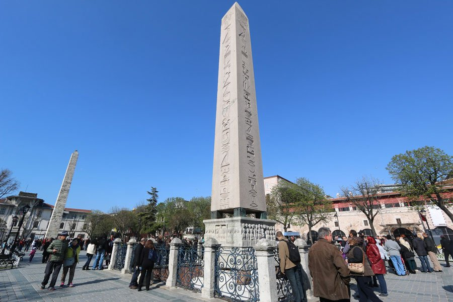 Istanbul-Obelisk-of-Thutmose-III-front-and-Walled-Obelisk-back-at-Hippodrome-of-Constantinople-in-Istanbul-Turkey