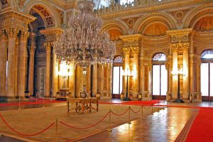 Istanbul-dolmabahce-palace-two-continents-2