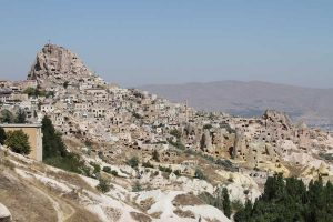 View_of_Uçhisar_from_the_Valley_of_Pigeons