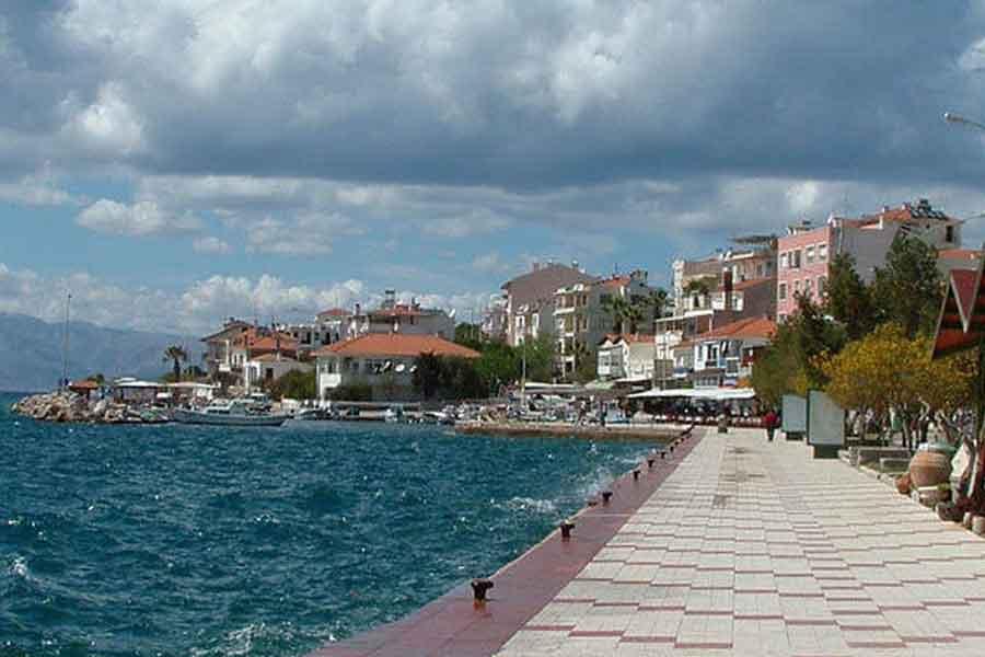 turkey-cesme-seaside-promenade